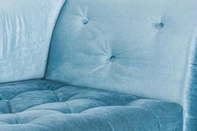 Элементы голубой софы в белом внутреннем и сером поле тип venetian стоковое фото rf