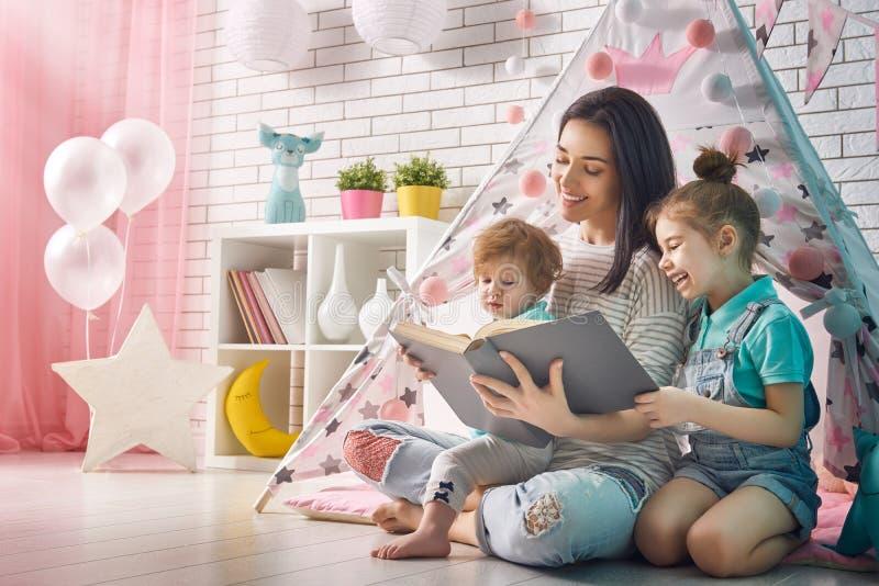 любить семьи счастливый стоковые изображения