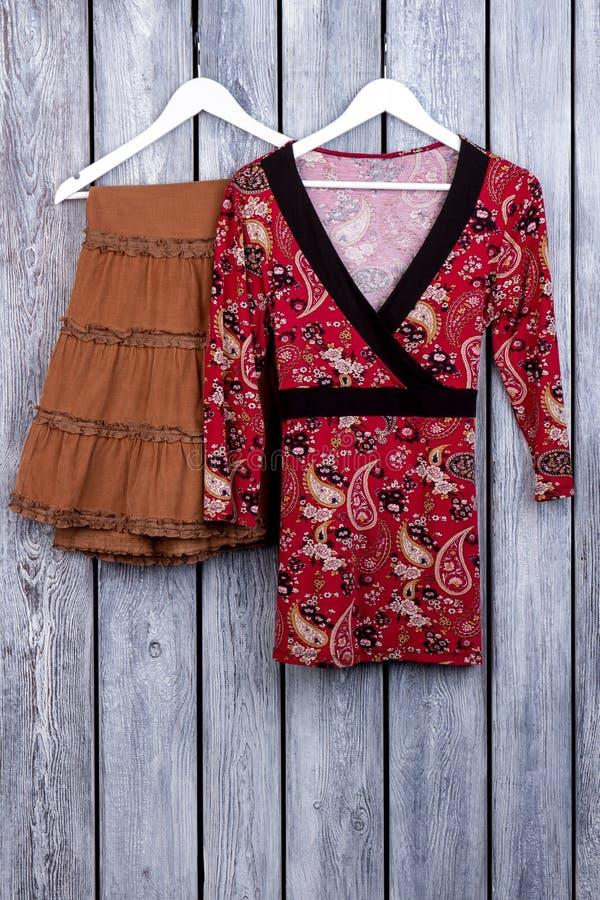 Юбка Брайна и азиатское кимоно блузки стоковое фото rf