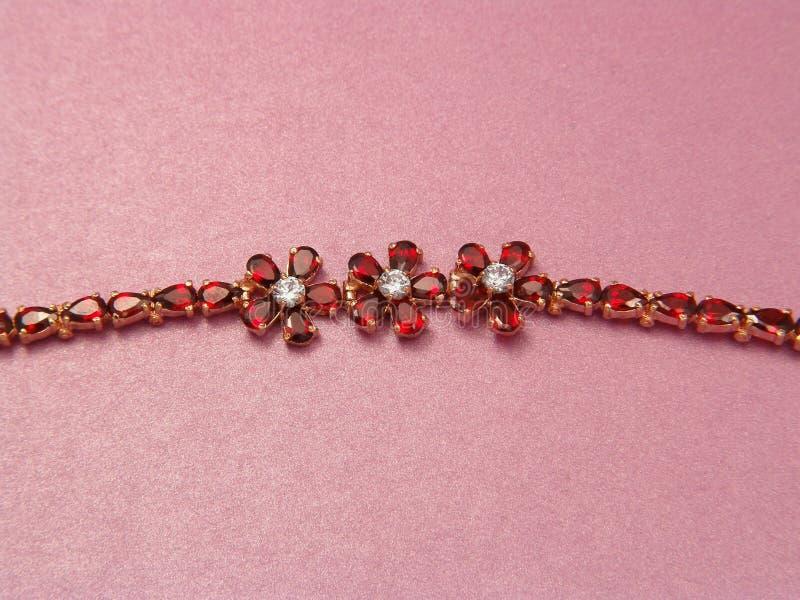 Download ювелирные изделия венис браслета Стоковое Фото - изображение насчитывающей драгоценность, boxy: 490780