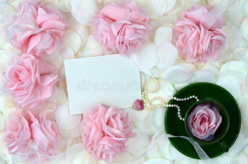 ювелирные изделия дня будут матерью романтичных роз стоковое фото rf
