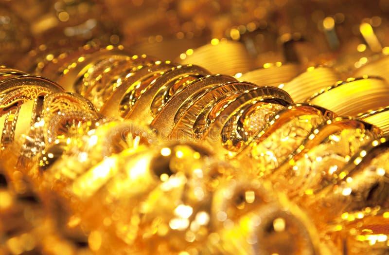 ювелирные изделия золота фокуса предпосылки селективные стоковое изображение