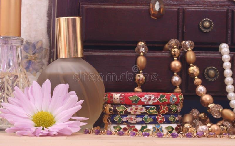 ювелирные изделия цветка коробки стоковое изображение