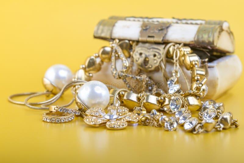 Ювелирные изделия золота стоковые фотографии rf