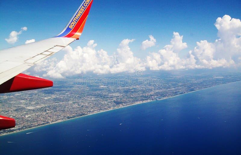 Юго-западный самолет авиакомпании в воздухе стоковое фото