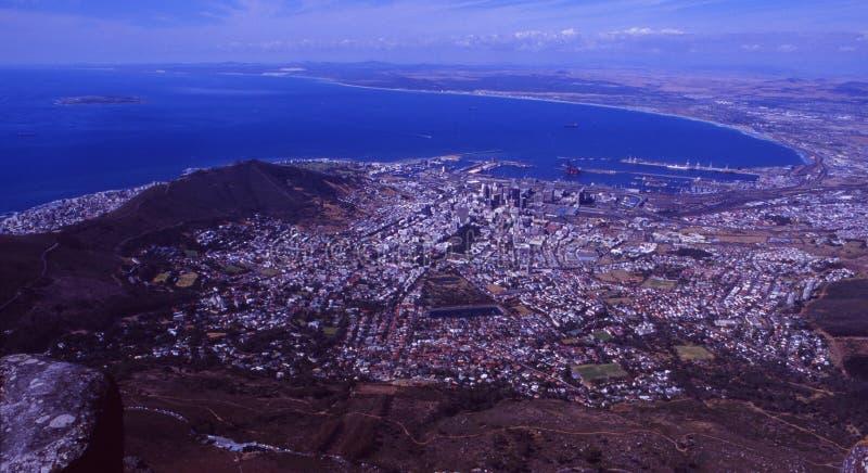 Южная Африка: Кейптаун увиденный от Столовой горы стоковые изображения