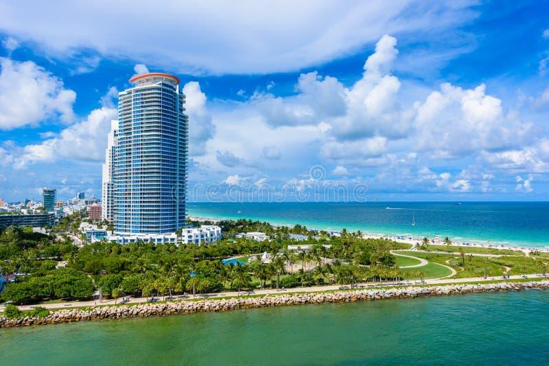 Южные парк и пристань Pointe на южном пляже, Miami Beach r Рай и тропическое побережье Флориды, США стоковое изображение rf