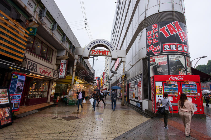 люди на рынке Ameyoko стоковые изображения rf