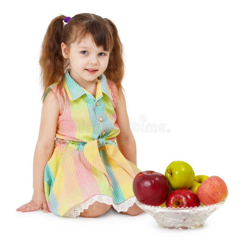 яблоки dish заполненная девушка немногая стоковое фото