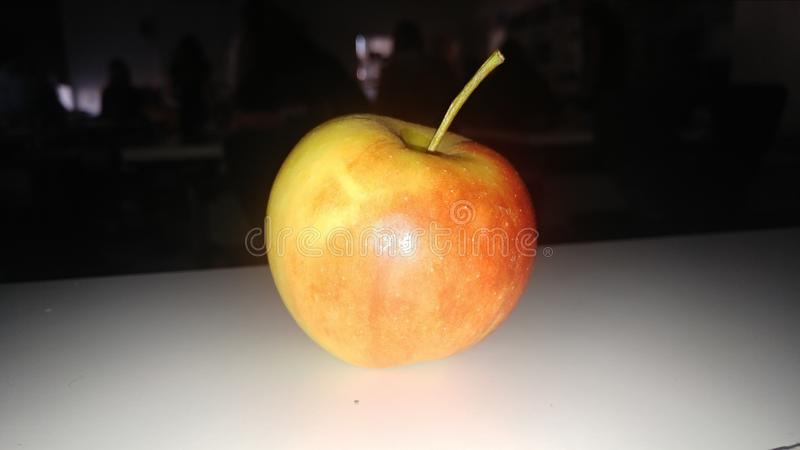 Яблоко в темноте стоковые фотографии rf