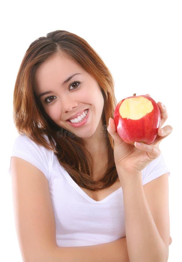 яблоко есть женщину стоковая фотография