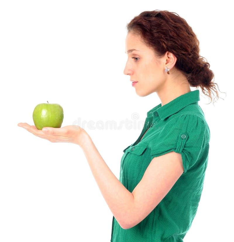 яблоко - зеленая женщина удерживания стоковая фотография rf