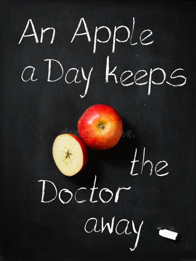 Яблоко день держит доктора отсутствующий стоковая фотография
