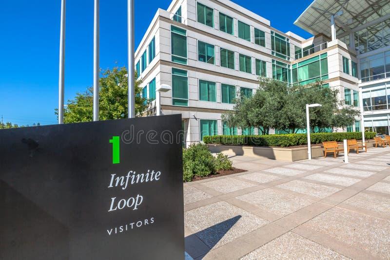 Яблоко размещает штаб Cupertino стоковое фото rf