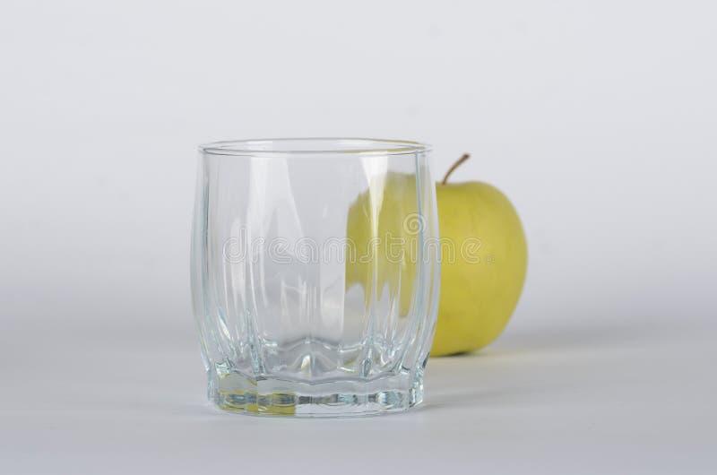 Яблоко с стеклом стоковое фото