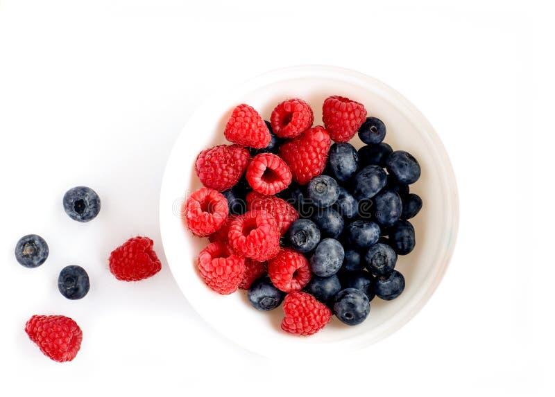 ягоды на таблице стоковое фото