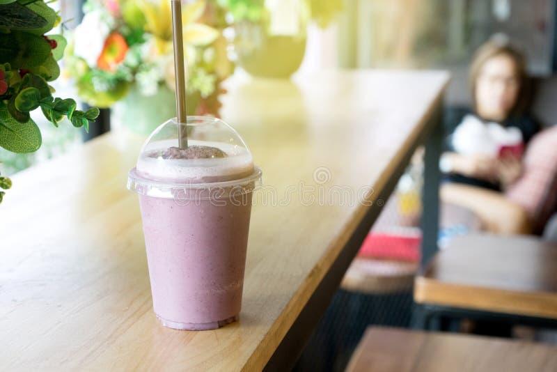 Download ягода смешивания smoothie стоковое изображение. изображение насчитывающей смешивание - 81811109
