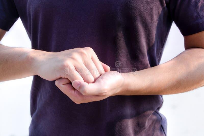 Язык жестов сцеплением стоковые фото