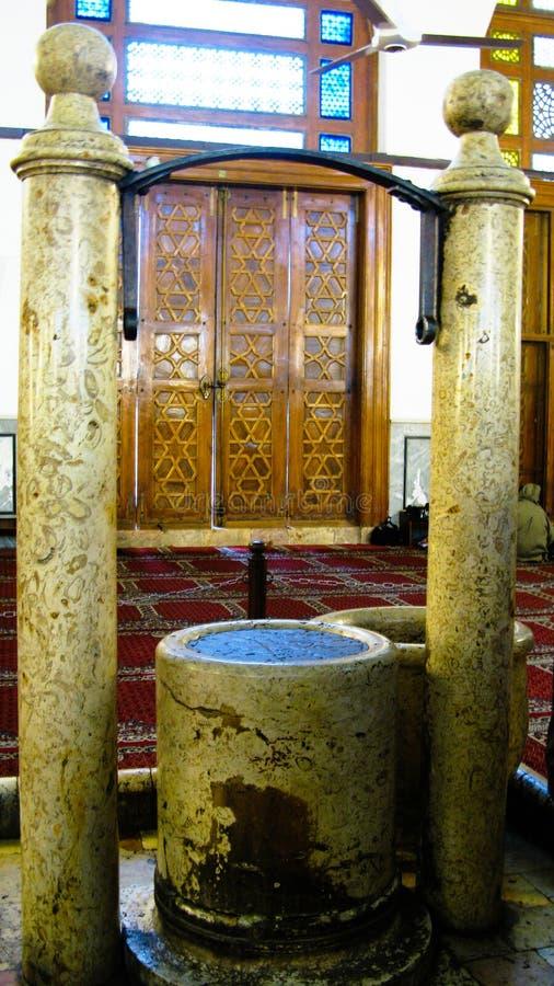 Языческие алтар и фонтан в мечети Umayyad, Дамаске, Сирии стоковое изображение
