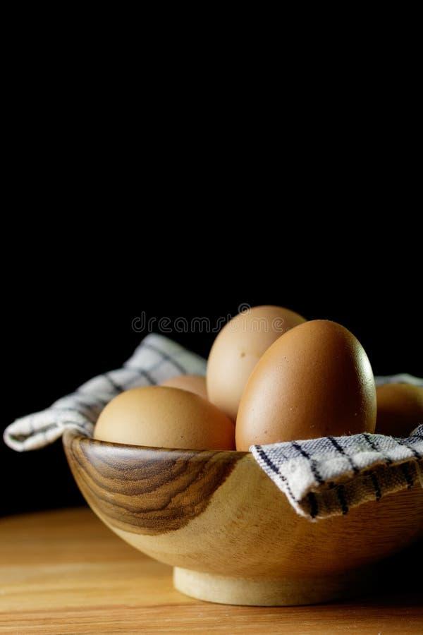 Яичко внутри деревянного шара стоковое фото rf