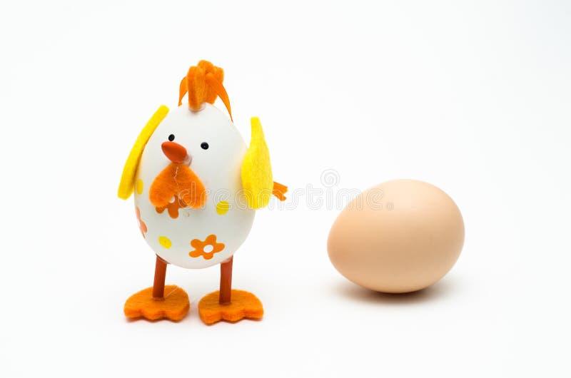 Пасхальное яйцо против яичка стоковые изображения rf