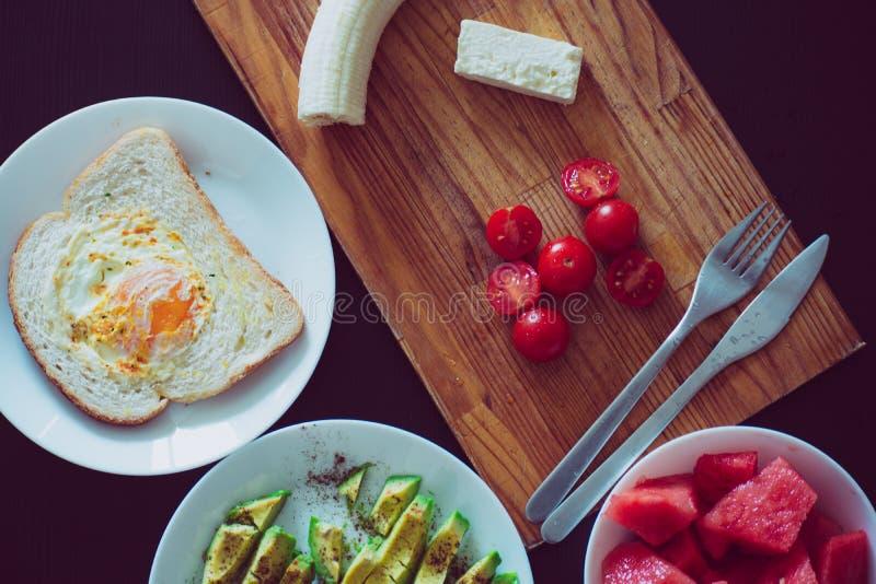Яичница и овощи на завтрак стоковая фотография rf
