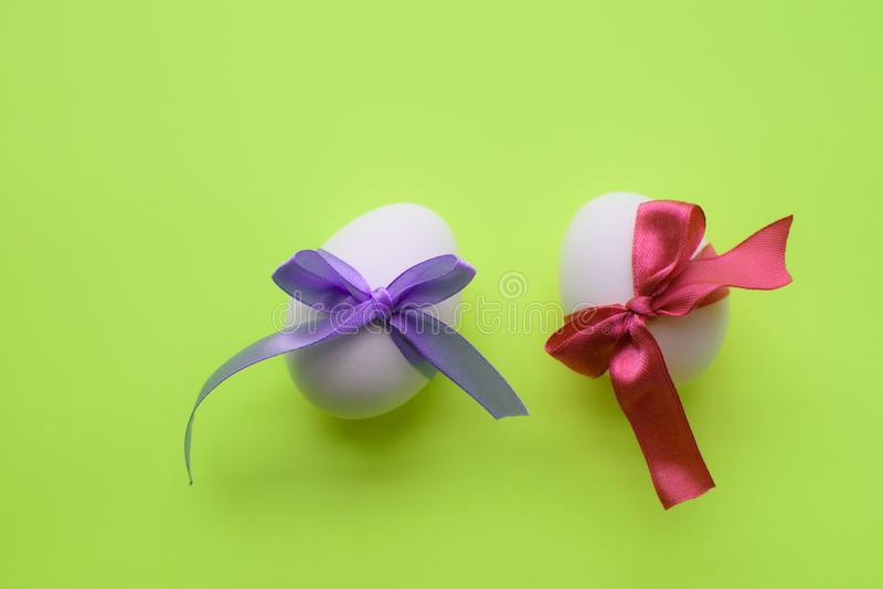 Яйца в оболочке в лентах стоковая фотография