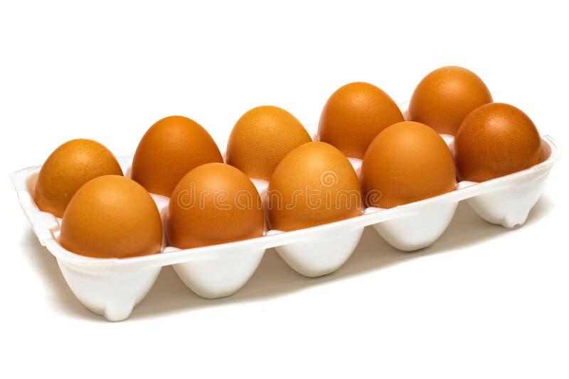 Яйца цыпленка в подпирая конце вверх, изолированный стоковая фотография