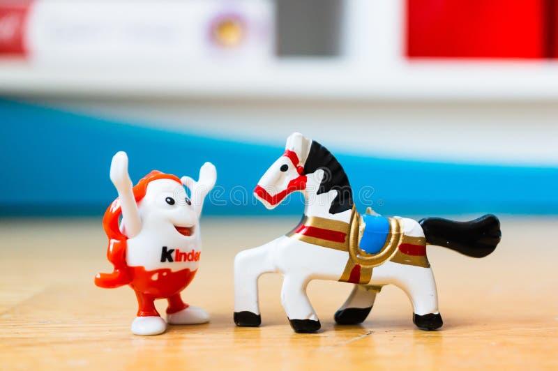 Яйцо и лошадь игрушки стоковые фотографии rf