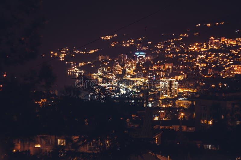 Ялта, Крым: Взгляд Ялты в ноче Южный берег Крыма стоковое фото rf