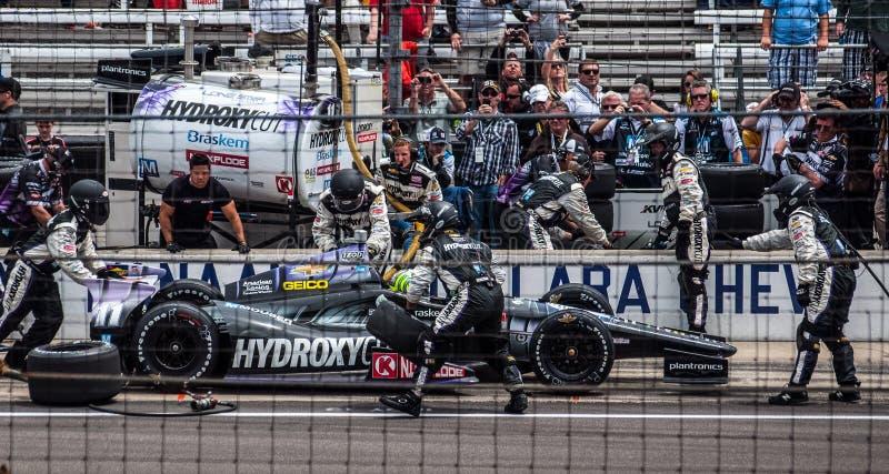 Яма Тони Kanaan последняя перед выигрывать Indy 500 2013 стоковое фото