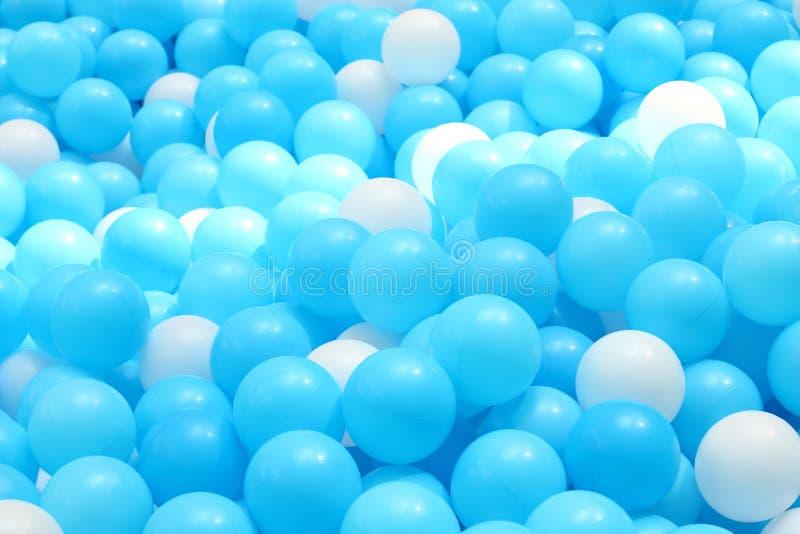 Яма шарика для детей стоковые фото