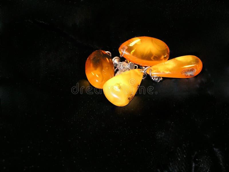 янтарные earings стоковое фото