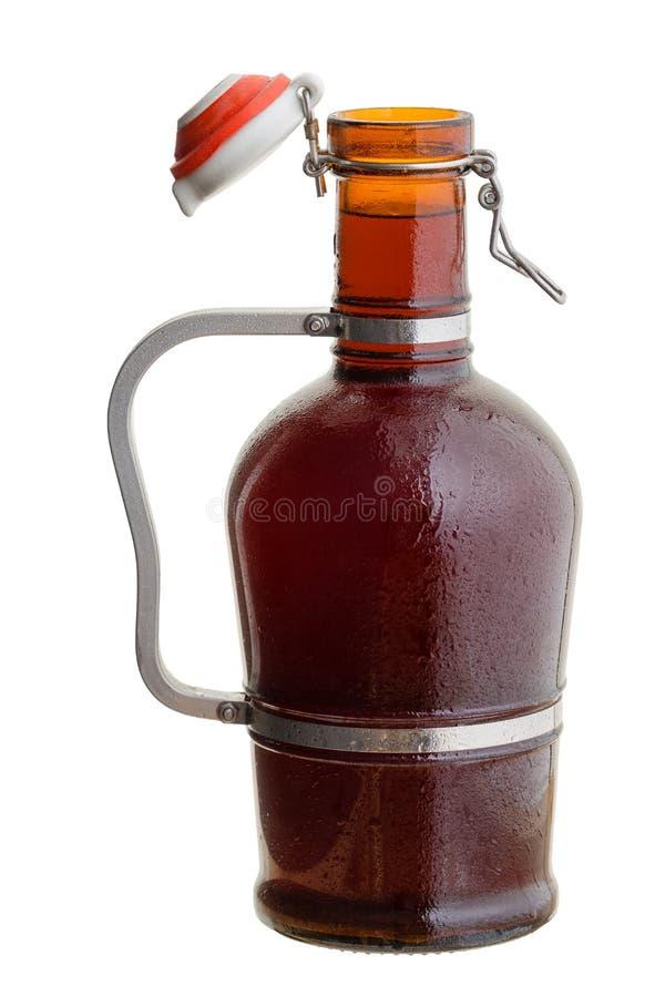 Янтарный стеклянный немецкий кувшин growler заполнил с пивом стоковые изображения