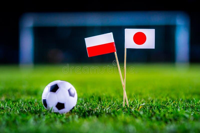 Япония - Польша, группа h, Thursday, 28 Футбол -го июнь, кубок мира, Россия 2018, национальные флаги на зеленой траве, белом шари стоковое изображение