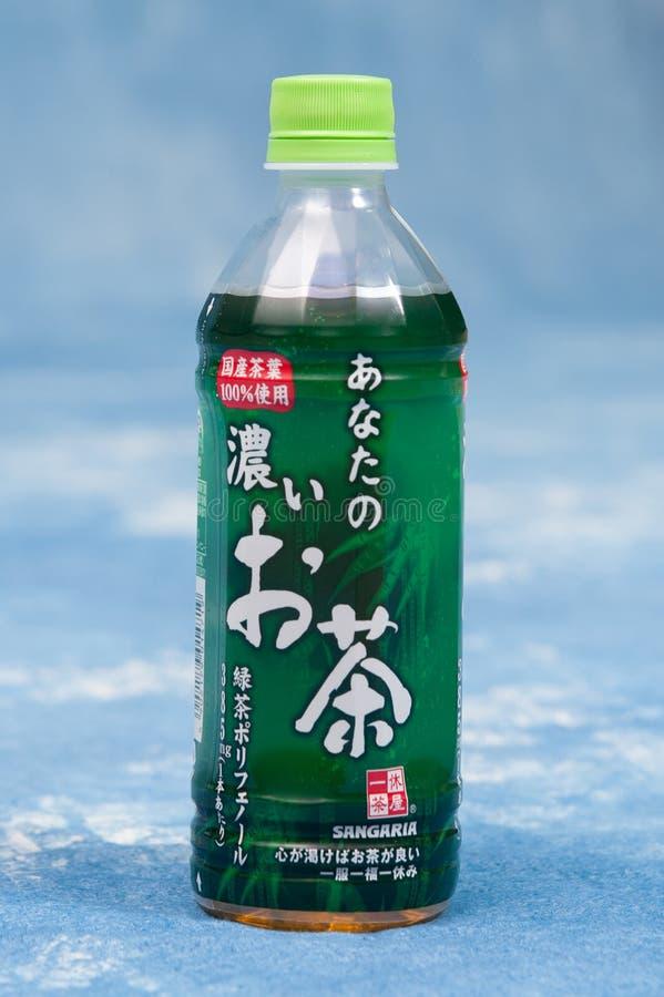 Японская бутылка любимца зеленого чая вокруг Иокогама, Японии Много людей выпивают основание зеленого чая ежедневное в Японии Лет стоковые фотографии rf