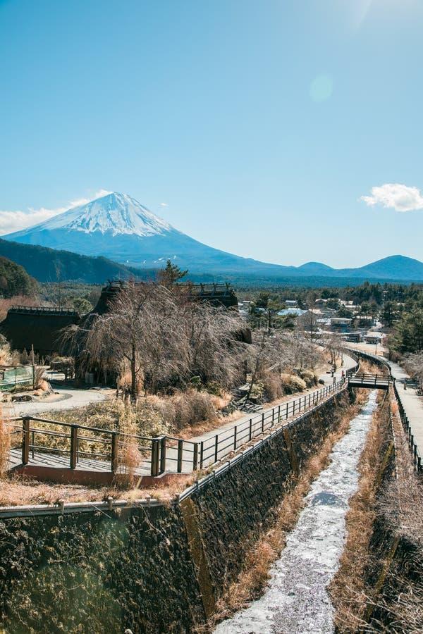 Японская деревня около горы Фудзи стоковая фотография