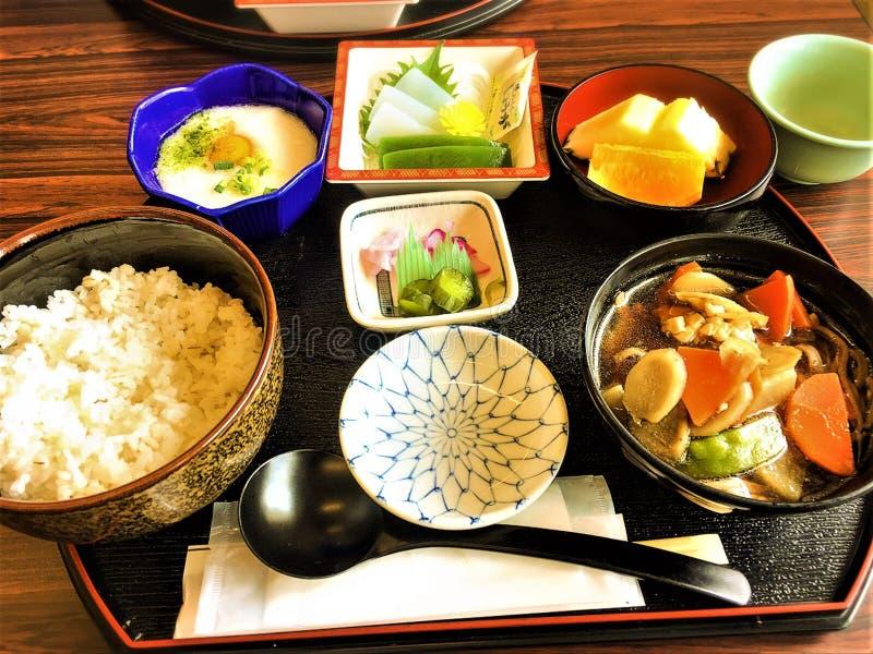 Японская кухня, еда комплексного меню местная стоковые изображения