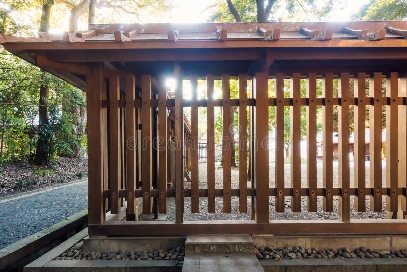 Японская святыня в лесе стоковая фотография