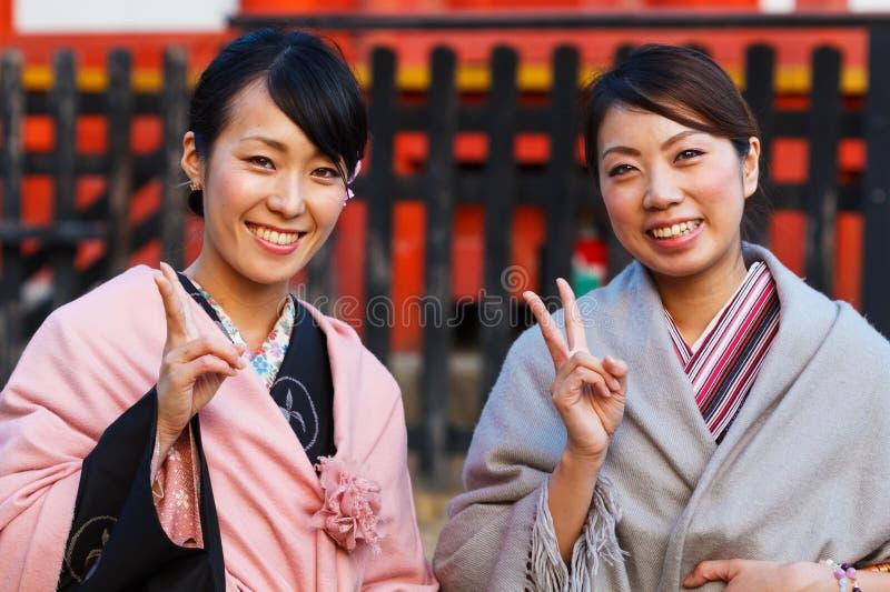 Японские женщины с традиционным кимоно стоковая фотография rf