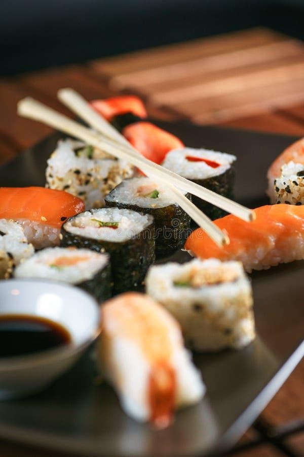 японские суши плиты стоковая фотография rf