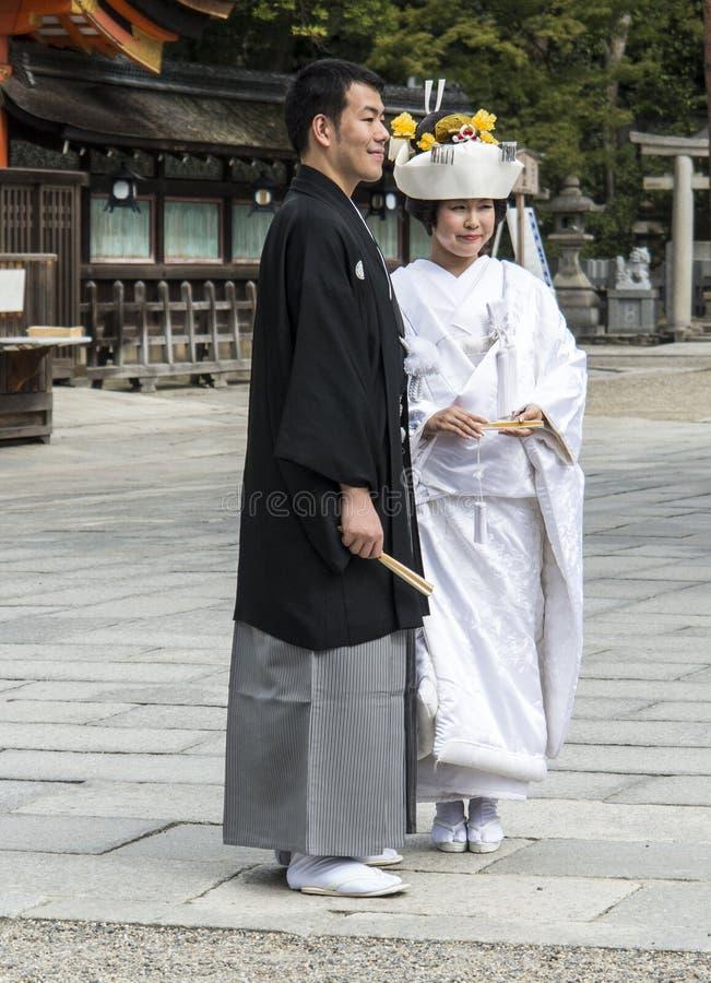 Японские традиционные пары свадьбы Редакционное Изображение