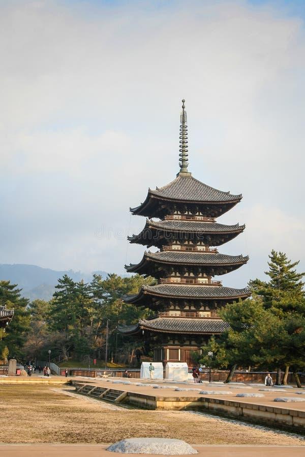 Download Японский висок в осени стоковое фото. изображение насчитывающей буддийские - 41652682