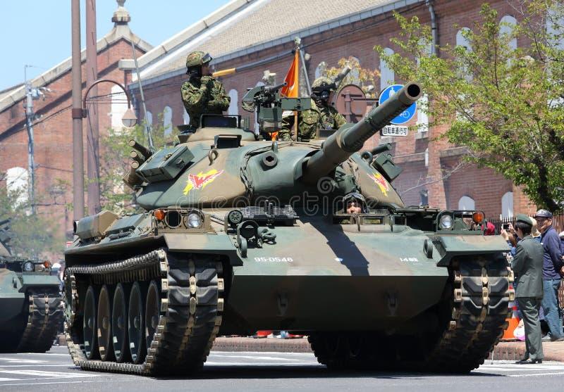 Японский воинский танк с солдатом стоковые фотографии rf