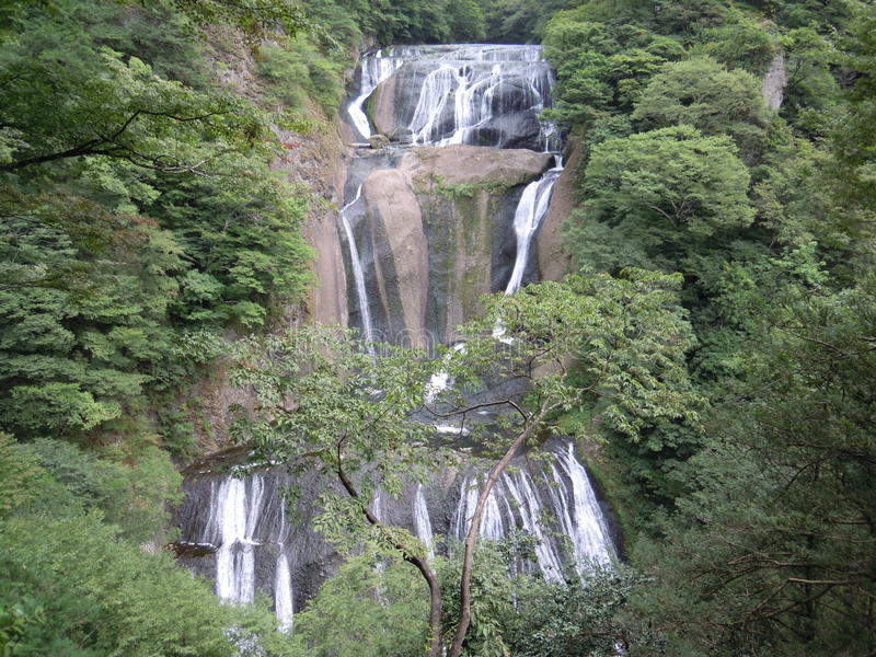 японский водопад стоковая фотография rf