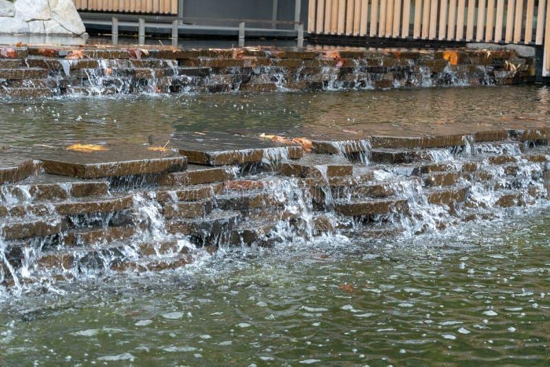 Японский вход фонтана кафе на открытом воздухе стоковое изображение