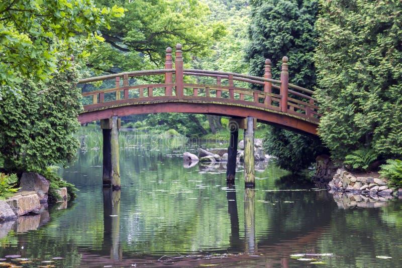 Download Японский красный мост - Bashi Taiko Стоковое Изображение - изображение насчитывающей орнаментально, утесы: 41661855