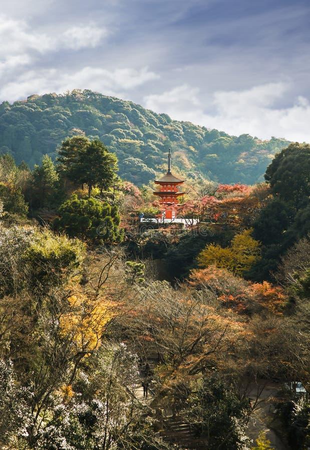 Японский ландшафт в Киото на виске dera Kiyomizu стоковые фотографии rf