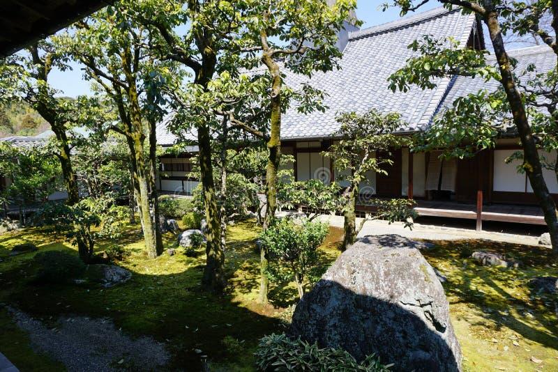 Японский сад в виске Daigoji, Киото стоковое изображение rf