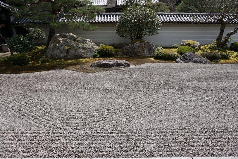 Японский сад в виске Nanjenji, Киото стоковые изображения
